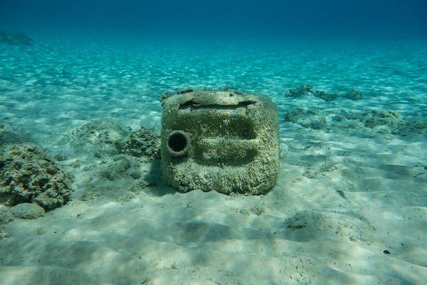 la mayoría del plastico acaba hundiéndose y depositándose en el fondo del mar.
